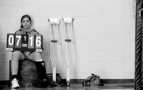 Senior Kathleen Vogel breaks leg, out for majority of volleyball season