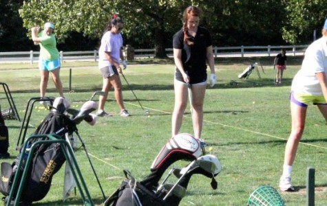 Golf team low in numbers, recruits new players
