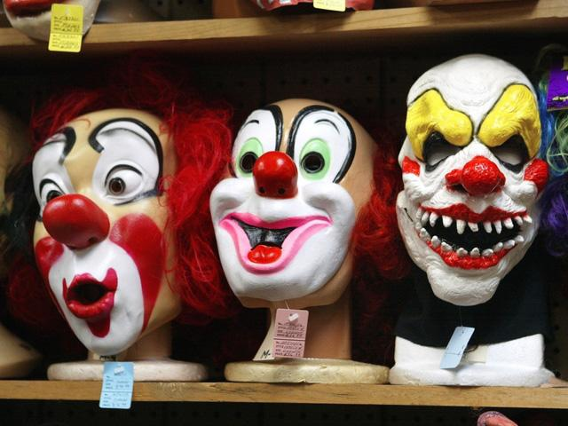 Clown+masks+sit+menacingly+on+a+shelf+in+a+costume+store.+photo+courtesy+of+Kansas+City+News+%28KSHB%29+channel