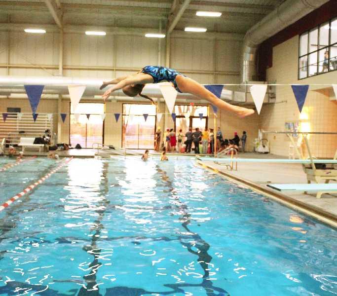 Gallery swim team splashes into action dartnewsonline - The last picture show swimming pool scene ...