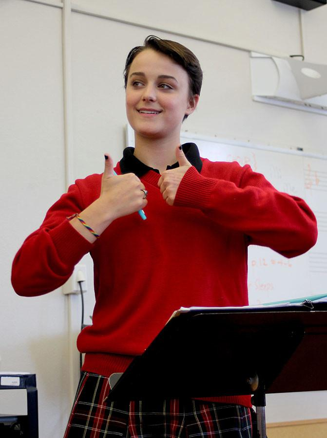 GSA president Emma Gustavson gives fellow members two thumbs up during the first meeting Sept. 15. photo by Alex Davis