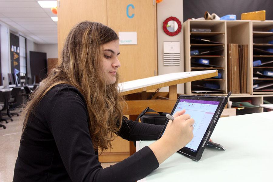 Sophomore Liz Elm sketches an outline on her Surface Pro for an upcoming Instagram post in art teacher Theresa Wallersteadt's room Jan. 18. Elm has created some pieces on her Surface Pro, but she mainly uses her personal tablet. photo by Sophie Sakoulas