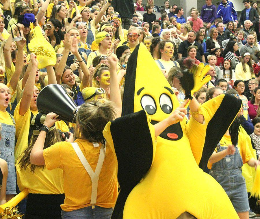 Twinks claps during the STA vs. Sion basketball game Jan. 24. The Stars defeated the Storm 49-44. photo by Paige Powell