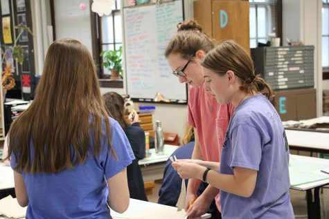 Seniors in PAW club cut pieces of paper March 24. photo by Riley McNett