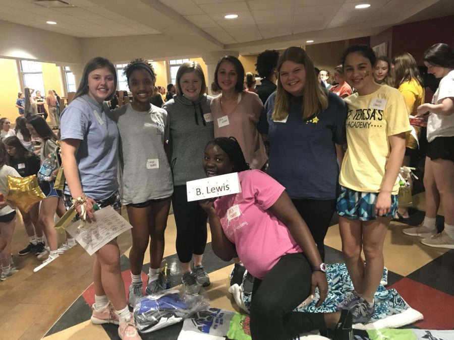 Journalism teacher Brad Lewis' advisory poses for a picture with their future freshmen April 26. Students met each other on blankets in the Commons. photo courtesy of Jasia Tolbert