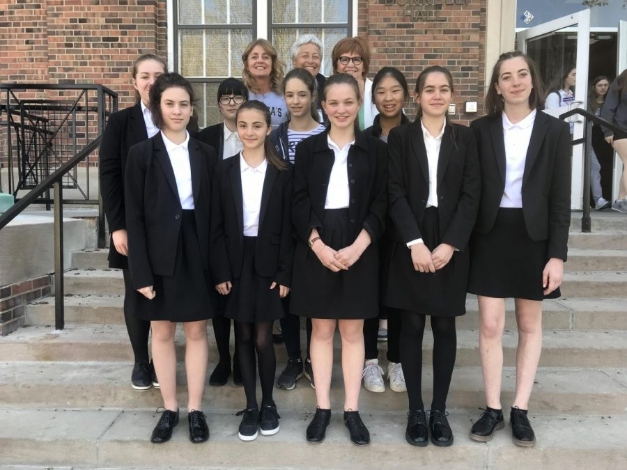 French+exchange+students+pose+with+school+administrators+on+steps+of+Donnelly+Hall.+Row+one+French+exchange+student+Marie+Tempere%2C+Celestine+Rey%2C+Emma+Alcouffe%2C+Anne-lise+Bouard+and+Clothilde+Petit.+Row+two+French+exchange+student+Klara+Grangette%2C+Manon+Jarque%2C+Capucine+Rayn+and+Coline+Schmitt.+Row+three+principal+for+Academic+Affairs+Barbara+McCormick%2C+France+chaperone+and+French+teacher+Martine+Wendzinski+and+president+Nan+Bone.+photo+by+Trang+Nguyen