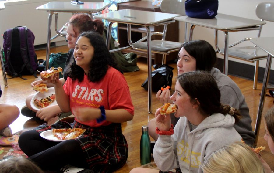 +Sophomore+Emmie+Simms+laughs+and+eats+pizza+with+her+advisory+May+3.+Simms+is+in+the+Taber+advisory+and+got+pizza+for+lunch.++photo+by+Tess+Jones