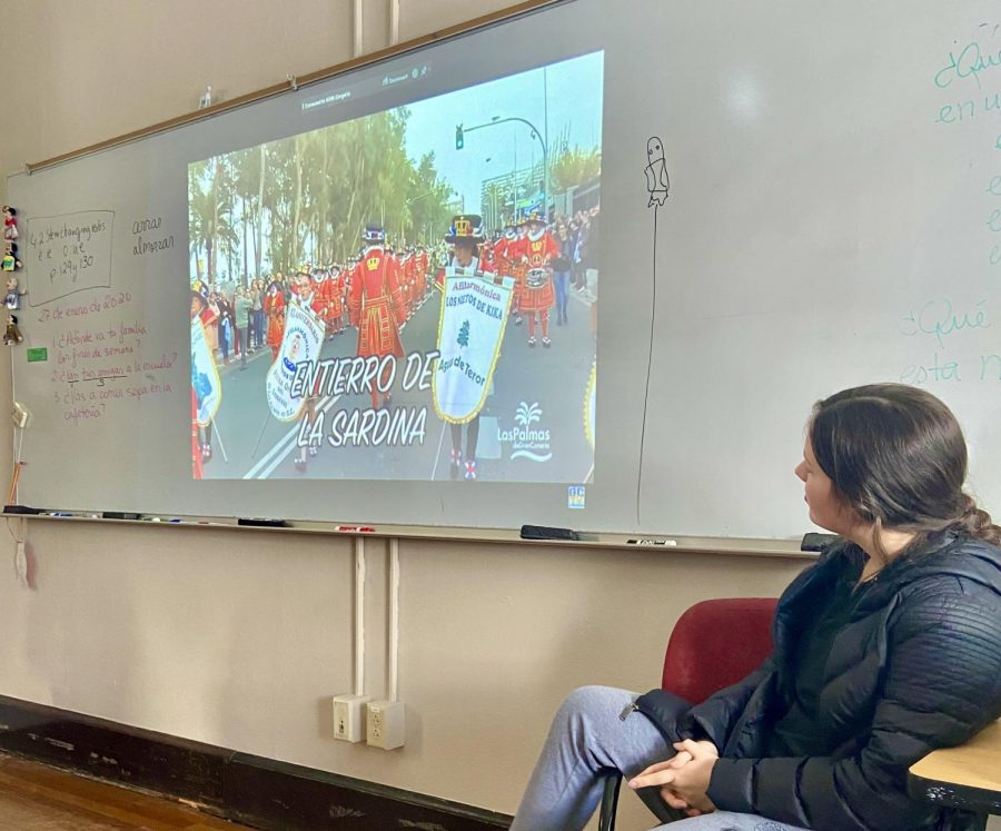 Senior Ava Lee watches a video about el Entierro de la Sardina. The Hispanic Honor Society watched two informational clips during their meeting. photo by Mary Massman