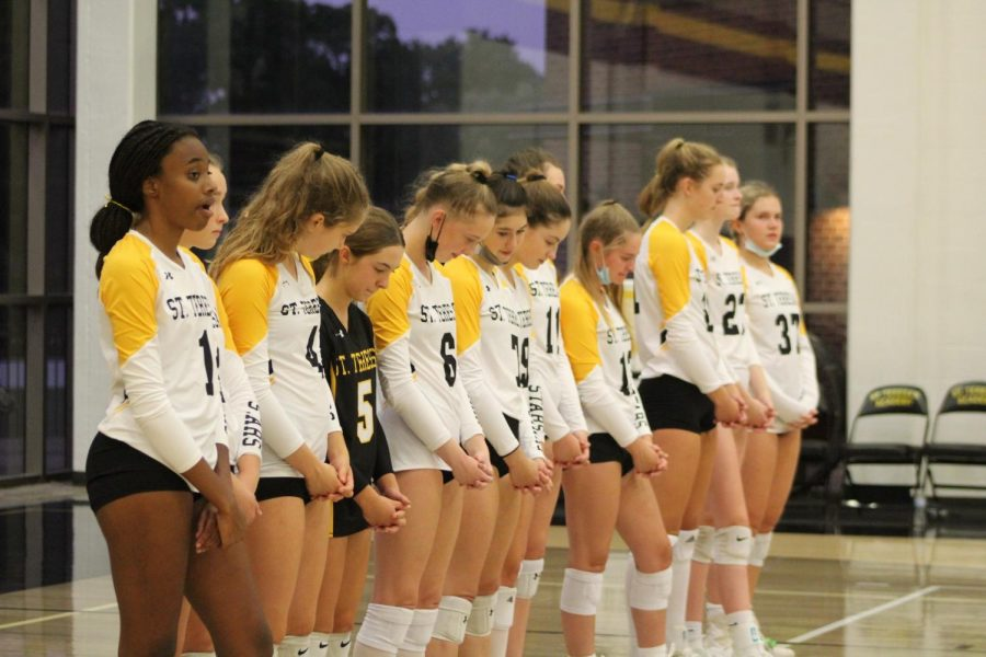 The+varsity+volleyball+team+bows+their+heads+in+prayer+before+their+match+against+Blue+Springs.+There+is+a+prayer+for+sportsmanship+before+every+volleyball+game.
